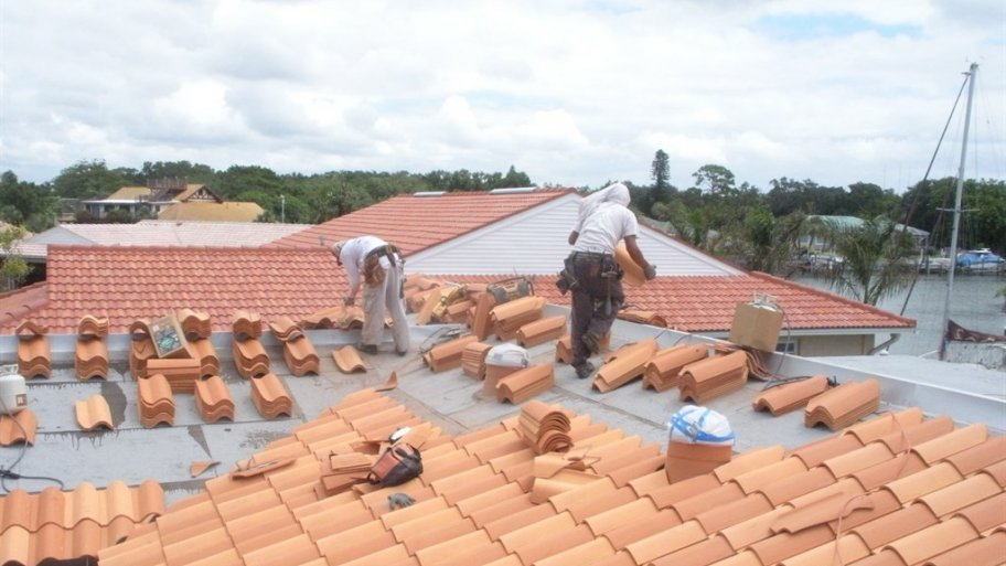 TWO THINGS TO LOOK FOR IN A ROOFING CONTRACTOR